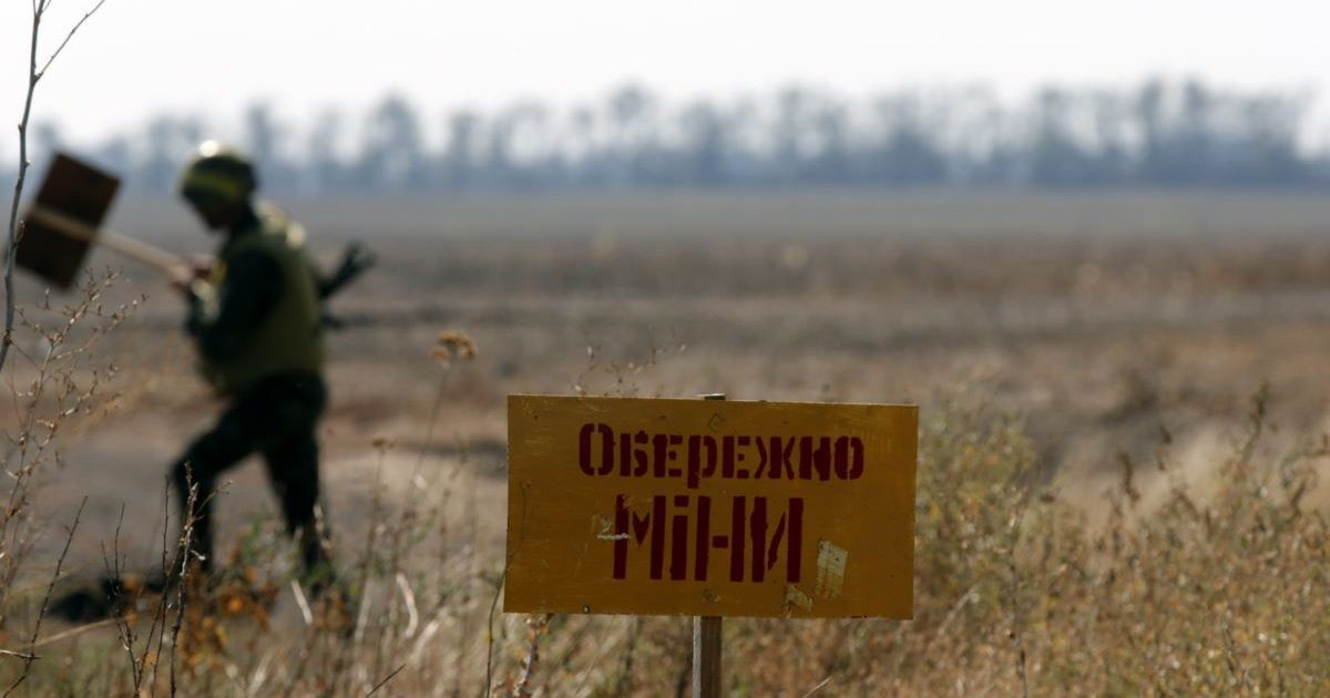 Боевики 54 ОМБр ВСУ минируют дороги в районе н.п. Золотое